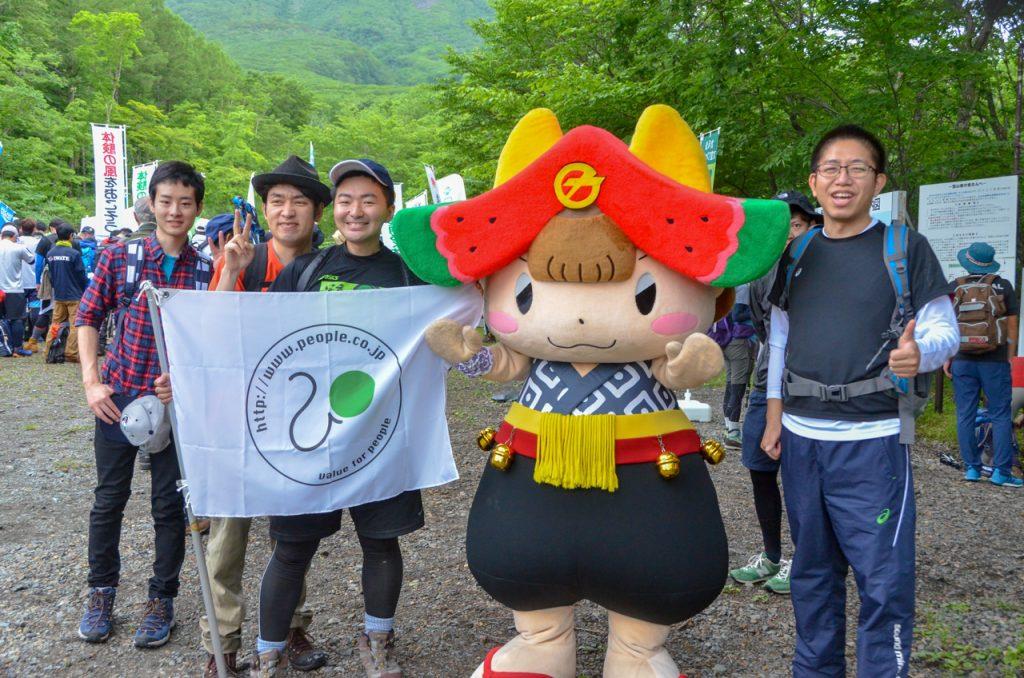 滝沢市公式キャラクターちゃぐぽんと記念撮影